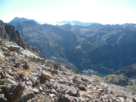 Du cuello de Pondiellos 2809 m, derrière, Vignemale, massif du Monte Perdido et Balneario de Panticosa