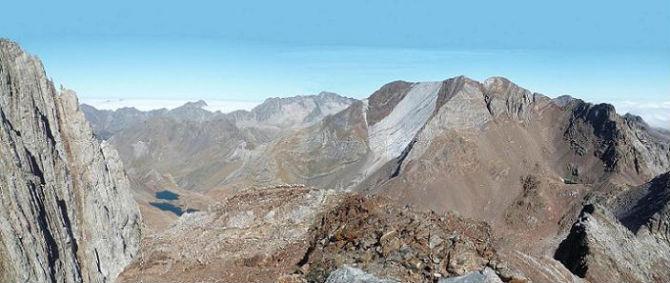 Du sommet de la Aguja de Pondiellos 3011 m, le Balatous et les picos del Infierno