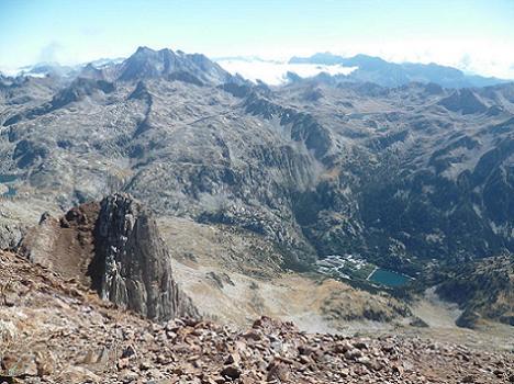 Du sommet du pico de Garmo Negro 3051 m, Vignemale, massif du Monte Perdido, Aguja de Pondiellos et Balneario de Panticosa