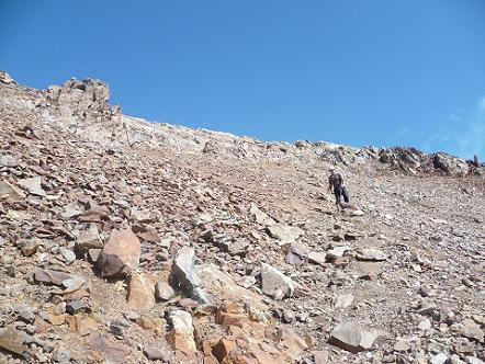 Descente du sommet du pico de Garmo Negro, versant Argualas