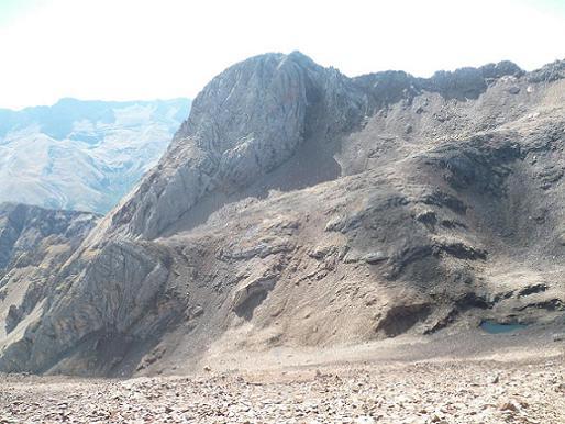 Descente vers le collado de Argualas, face au pico de Argualas