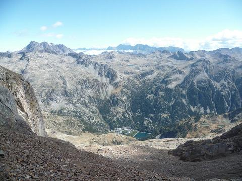 Du collado de Argualas 2860 m, le Vignemale et le Balneario de Panticosa