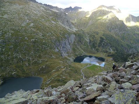 Depuis la zone d`éboulis, les lacs Saussat et d`Espingo