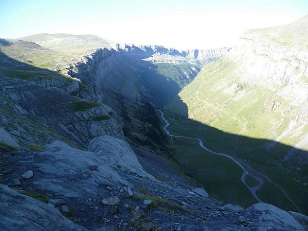 Regard derrière vers la valle (vallée) de Ordesa
