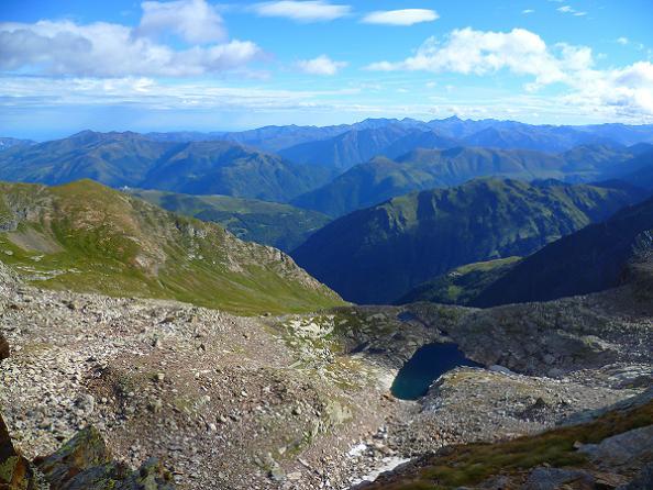 De la crête Nord du Grand Quayrat (2800 m), le lac des Crabioules