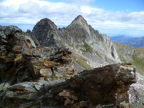 Arrivée sur la crête Nord du Grand Quayrat (2800 m), au Sud du Petit Quayrat