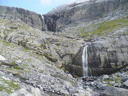 Passage près de belles cascades