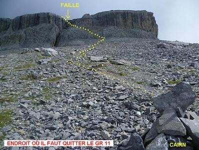 Point clé, où il faut abandonner le GR 11 pour s`élever à gauche, Nord, vers la faille de la falaise