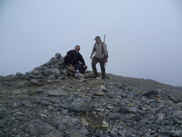 Après un petit passage rocheux où il faut s`aider des mains, arrivée au sommet de la Punta de las Olas 3002 m, dans les nuages