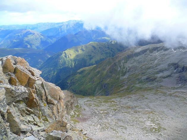 Du sommet du Grand Quayrat (3060 m), le bas du cirque des Crabioules