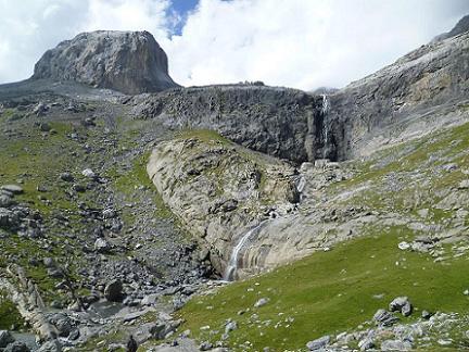 Repassage près des cascades pour une pause restauration suivie d`une sieste