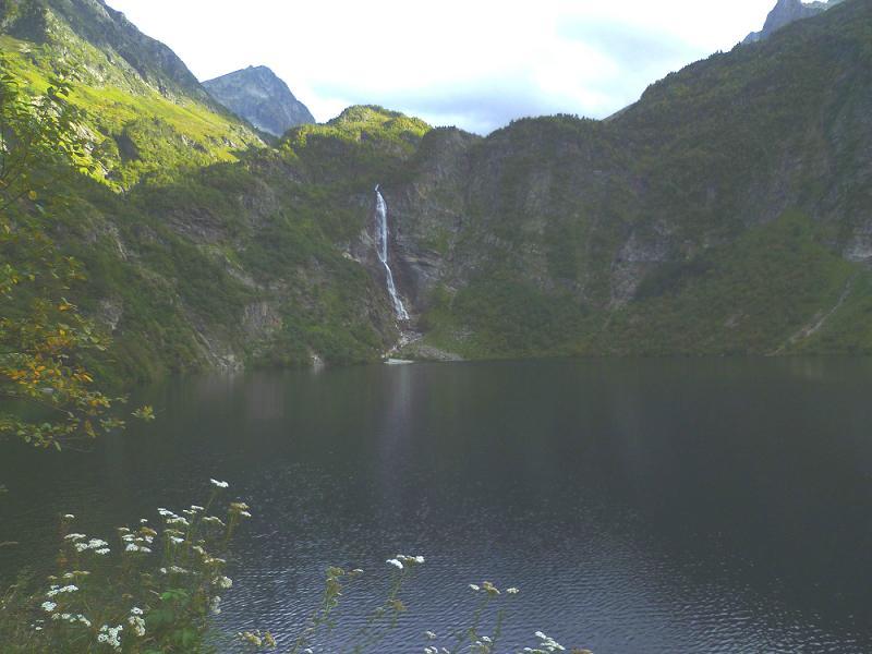 Le lac d`Oô, sa cascade et le Grand Quayrat