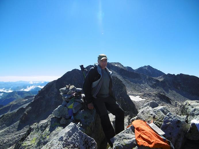 Au sommet du pico de Alba (3118 m), devant le pico de la Maladeta