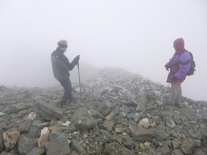 Départ du pic Central (2335 m), pour un retour vers le col Lady Lyster