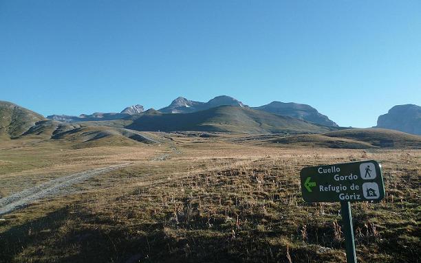 Juste après le passage au Cuello de Arenas, on suit l`itinéraire du Cuello Gordo-Refugio de Goriz