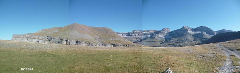 Passage au Cuello Gordo 2185 m, avec les Tobacor, Marboré, Cilindro, Monte Perdido, Soum de Ramond et Punta de las Olas