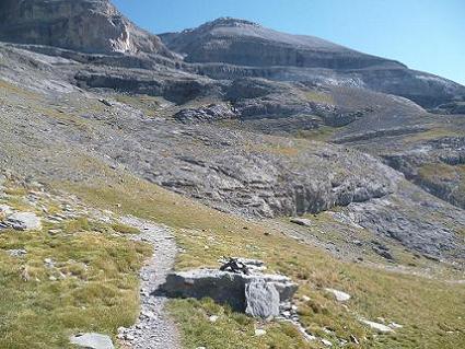 En suivant le GR 11, progression vers la Punta de las Olas