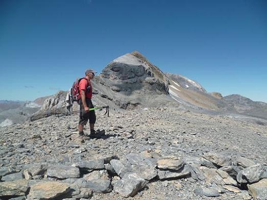 Passage au sommet de la Punta de las Olas 3002 m, devant le Soum de Ramond