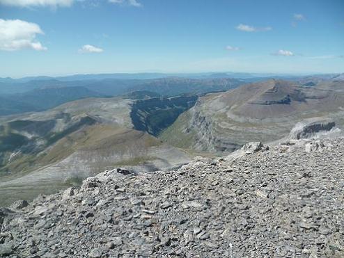 Du sommet de la Punta de las Olas 3002 m, la vallée ou canyon de Ordesa