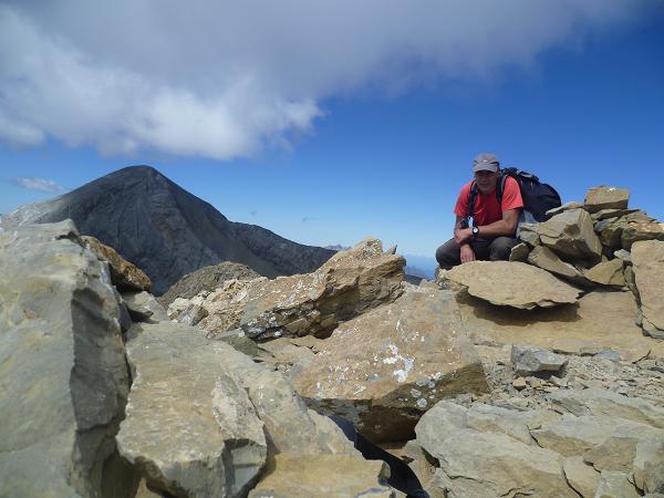 Sommet du Soum de Ramond ou pico de Anisclo 3254 m, devant le Monte Perdido