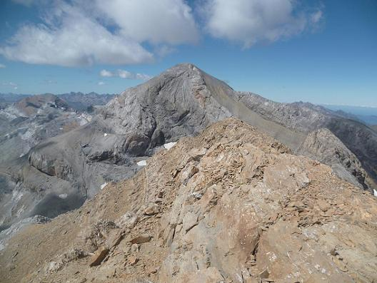 Du sommet du Soum de Ramond ou pico de Anisclo 3254 m, le Taillon et le Monte Perdido