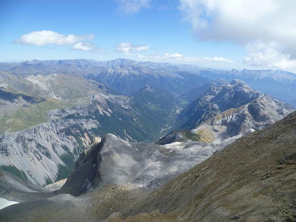 Du sommet du Soum de Ramond 3254 m, la vallée de Pineta