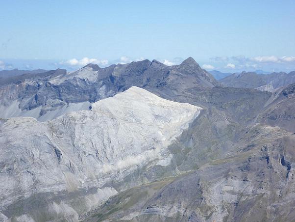 Du sommet du Soum de Ramond 3254 m, le secteur Munia Troumouse