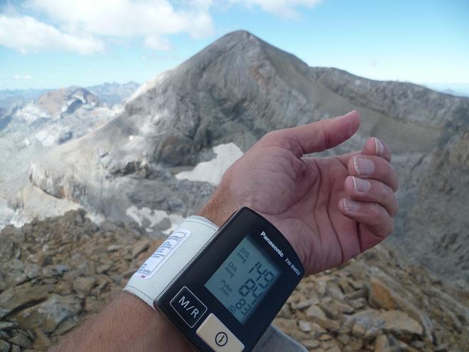 Contrôle technique au sommet du Soum de Ramond 3254 m, face au Monte Perdido