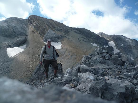 Arrivée au sommet du pico Baudrimont S E ou pico Navarro 3026 m, le Soum de Ramond dans le dos