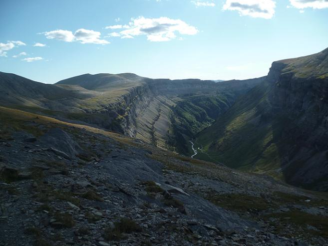 Traversée au-dessus de la vallée ou canyon de Ordesa vers le Cuello Gordo