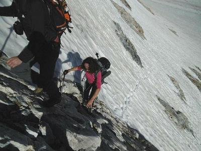Montée vers le Montferrat, après la neige, attaque de l`éperon rocheux