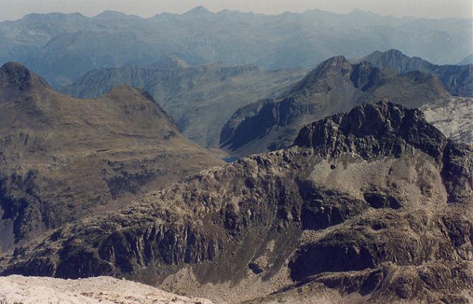 Du glaciar de Aneto, vue sur le pico de Aiguallut