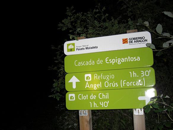 Panneaux au départ d'Espigantosa 1500 mètres, il est 5 heures