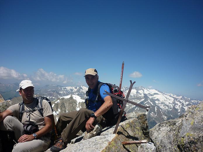 Sommet du pic de Comaloforno 3033 m, l`Aneto dans le dos