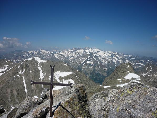 Du sommet du pic de Comaloforno 3033 m, le massif Aneto Maladeta