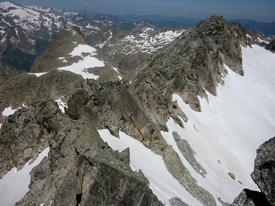 Du sommet du pic de Comaloforno 3033 m, la crête suivie depuis le Besiberri Sud