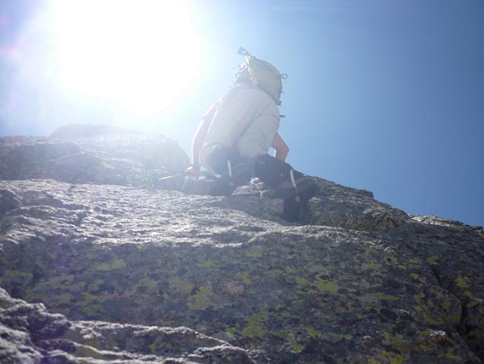 Passage de désescalade sur la crête au retour du Comaloforno vers le Besiberri Sud