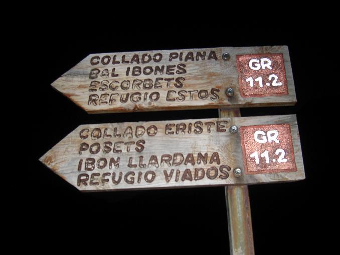 Autres panneaux après le refugio Angel Orus, sur le GR 11.2