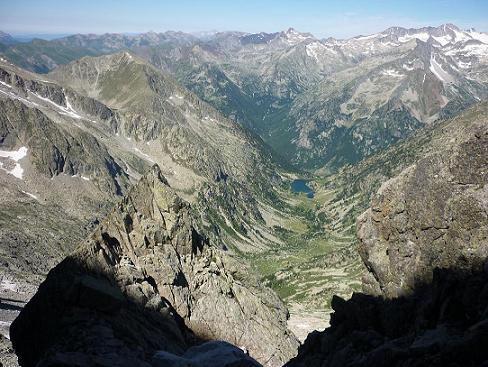 Regard vers le vall de Besiberri et le massif Aneto Maladeta
