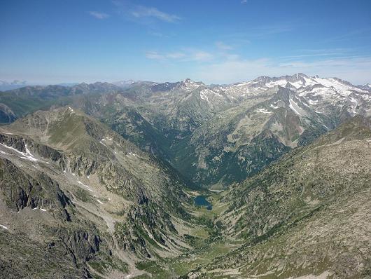 Du sommet du Besiberri Nord 3014 m, le massif Aneto Maladeta et le vall de Besiberri
