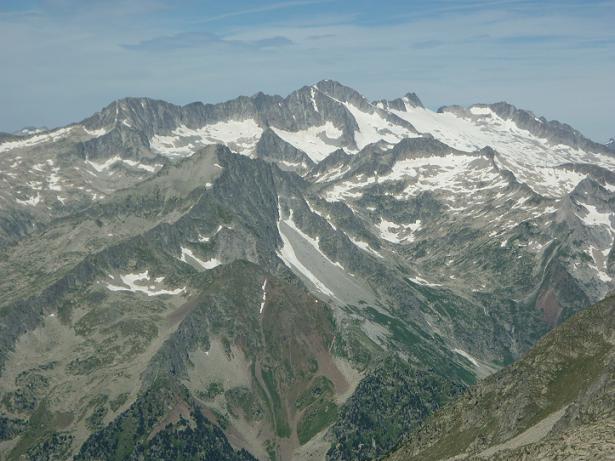 Du sommet du Besiberri Nord 3014 m, le massif Aneto Maladeta