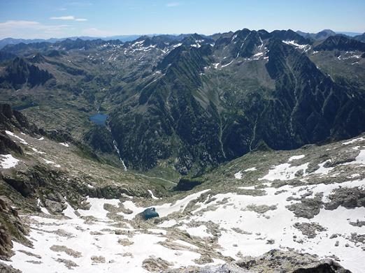 Du sommet du Besiberri Nord 3014 m, l`Estany Negre et la Punta Alta