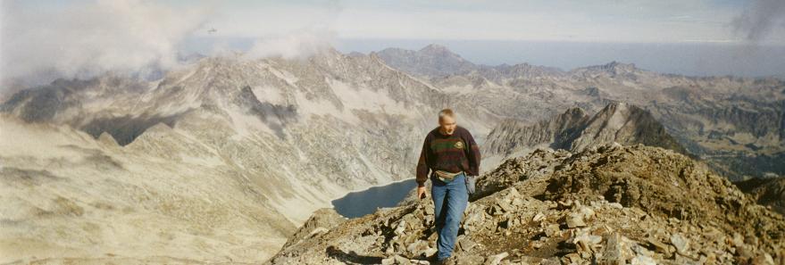 Du sommet du pic de Campbieil, le pic du Midi de Bigorre et le lac de Cap de Long