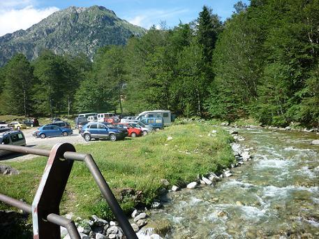 Retour à l`aire de stationnement de Conangles 1540 m, au bord de la Noguera Ribagorçana