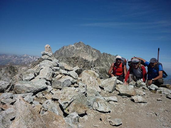 Sommet de l`Antecima Sur Este Russell 3205 m, le pico de Aneto dans le dos