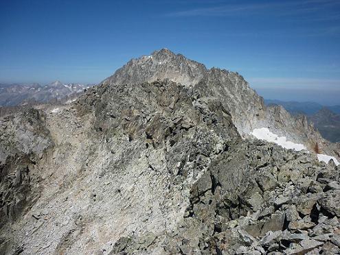Du sommet de l`Antecima Sur Este Russell 3205 m, le pico de Aneto et le pico Russell