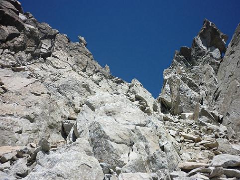Escalade d`une cheminée qui mène au sommet du pico Russell