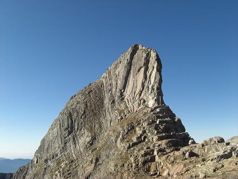 9 heures 30, arrivée au collado del Diente 3010 mètres, devant la fière Diente de Llardana