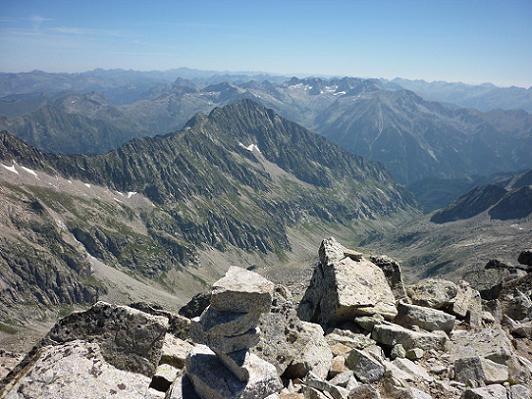 Du sommet du pico Russell 3207 m, le massif Besiberri-Comaloforno
