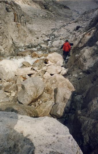 Descente du barranco issu du glaciar de Aneto